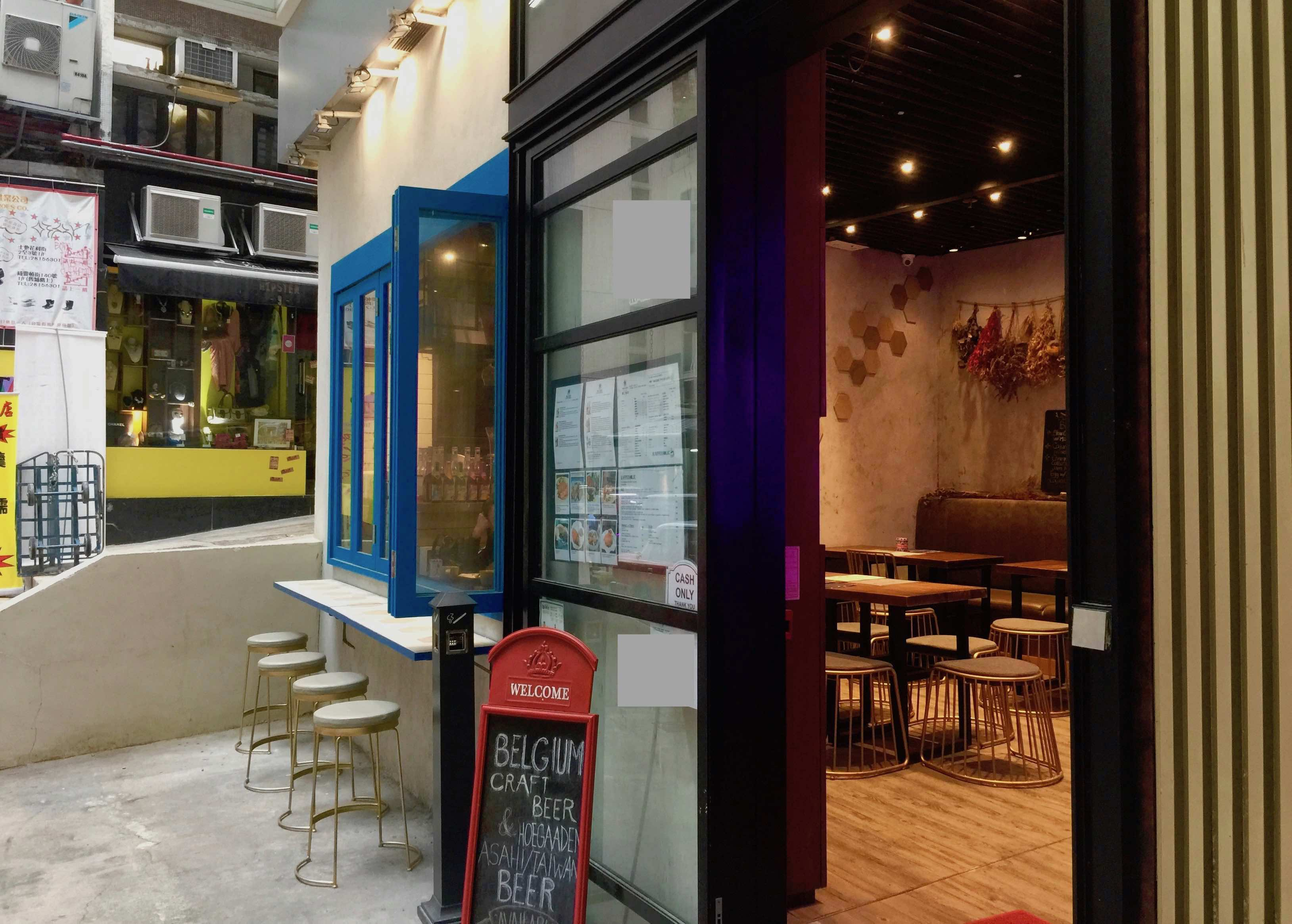 HK Central fitted cafe with licence for lease