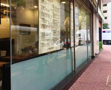 HK Wide Shopfront Takeaway Shop for Lease in high density district