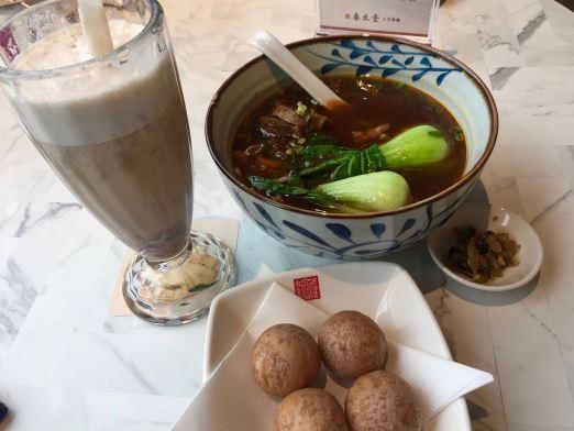 Chun Shui Tang (春水堂) in HK serves Taiwanese food and bubble tea