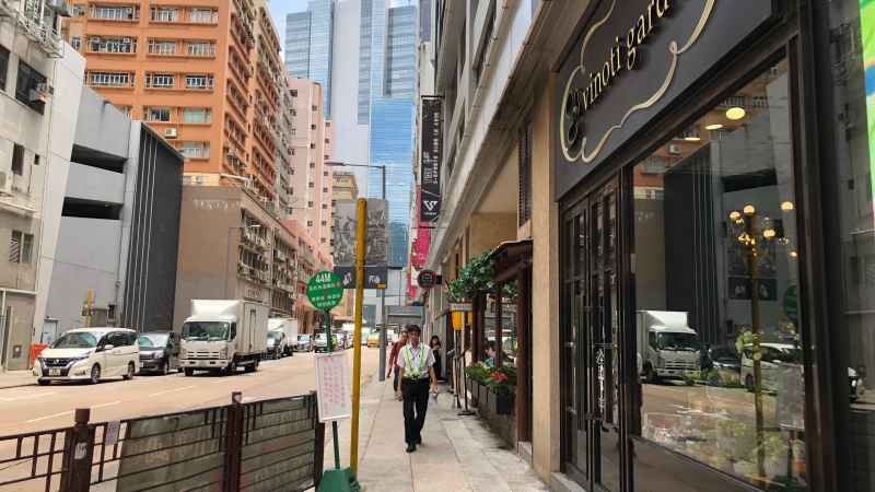 Lai Chi Kok Restaurant for Rent next to MTR HK
