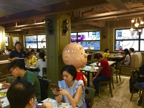 Peanuts fans pay the last tribute to Charlie Brown Cafe HK