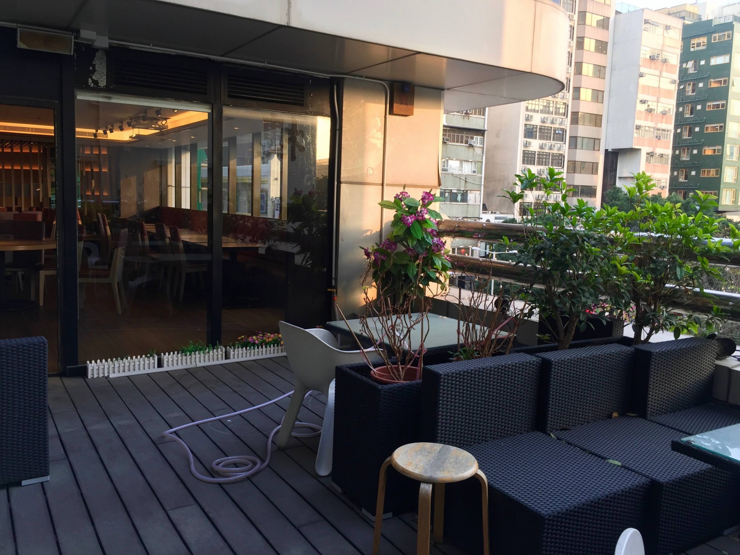 HK Nice Decor Restaurant for Rent with open seating area