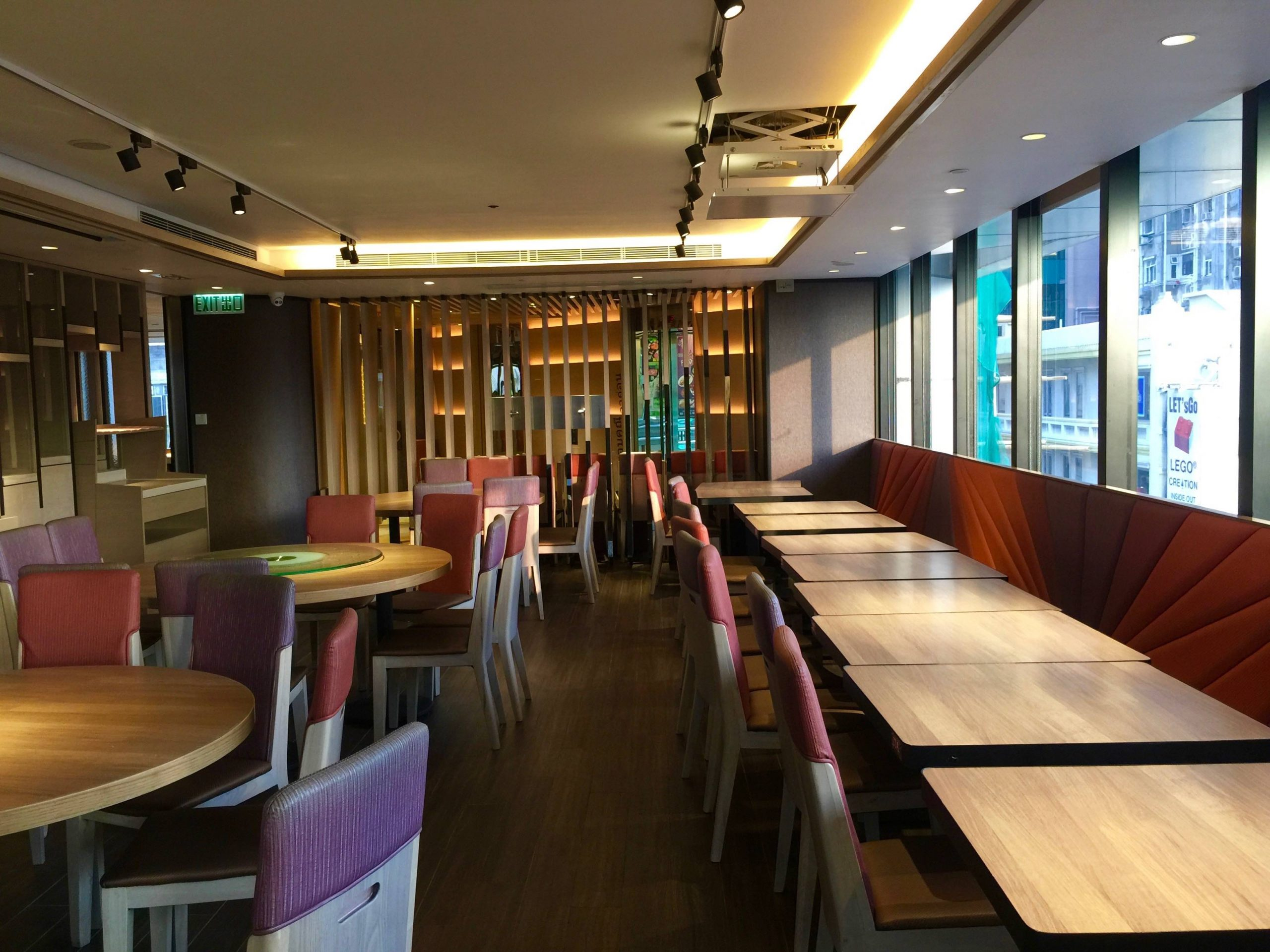 Nice Decor Restaurant for Lease with Flat Roof in Kowloon HK