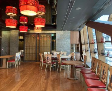 High-ceiling upstairs restaurant with fitting for lease in Causeway Bay HK