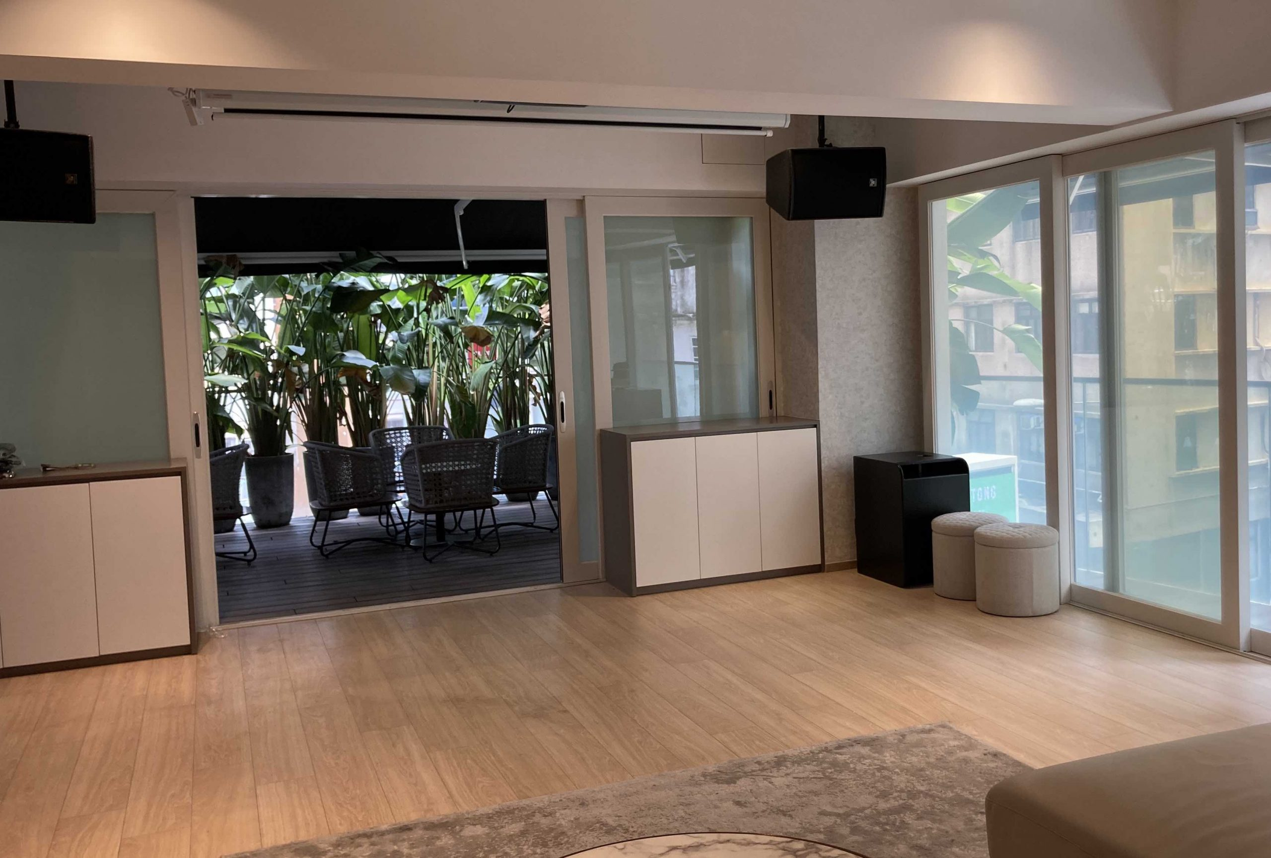 Central Bar Space with Outdoor for Rent in HK