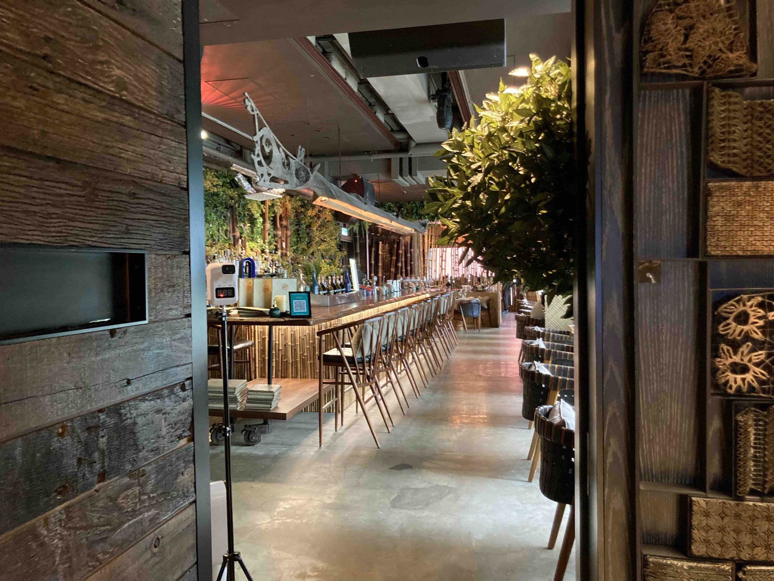 HK Central double-ceiling height restaurant to let