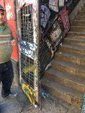 Vecino de la directiva de la JV Panteón evalúa los daños en Montgolfier