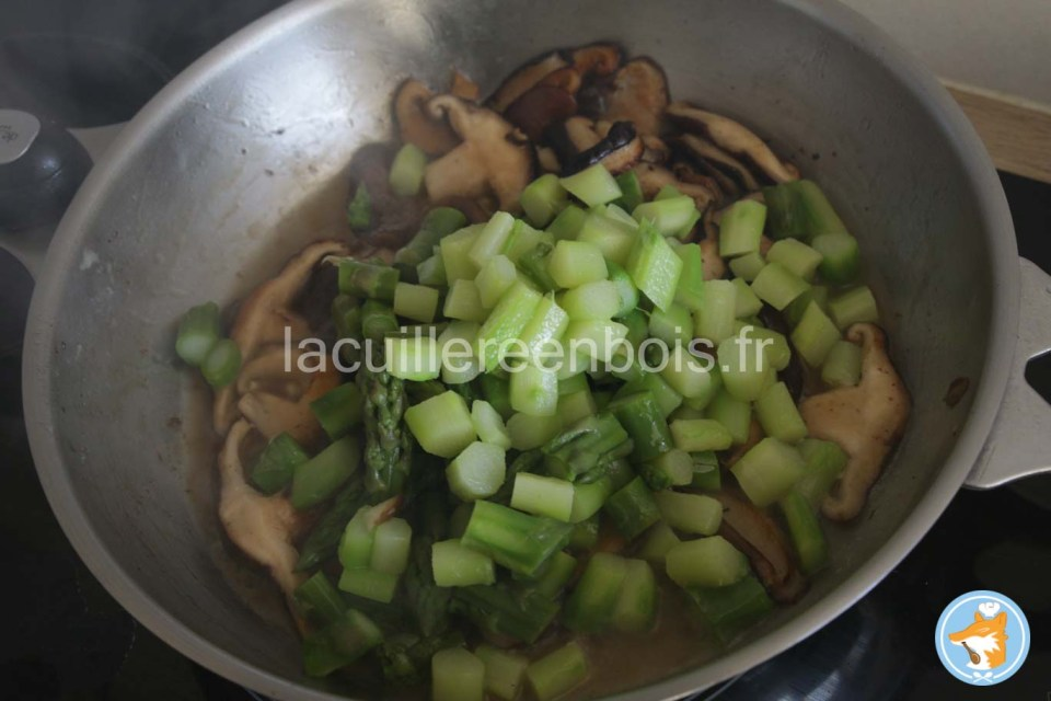 mélange des shiitake et asperges