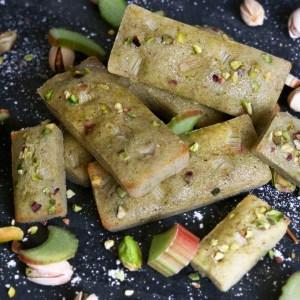 Recette super gourmande de financiers à la pistache et à la rhubarbe