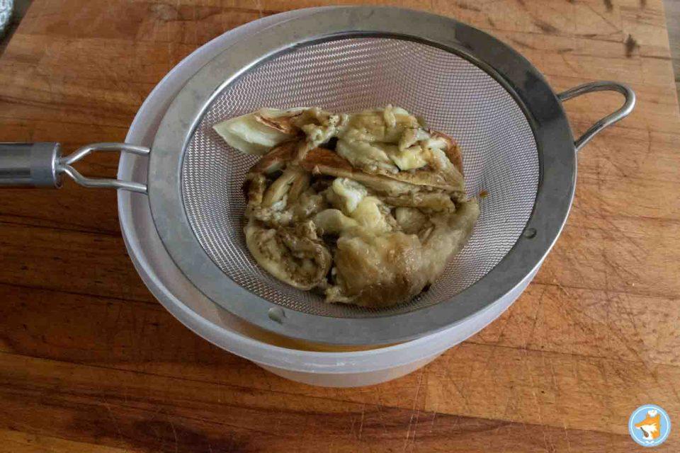 Laissez dégorger la chaire des aubergines pour éviter que votre caviar d'aubergine ne soit trop acqueux