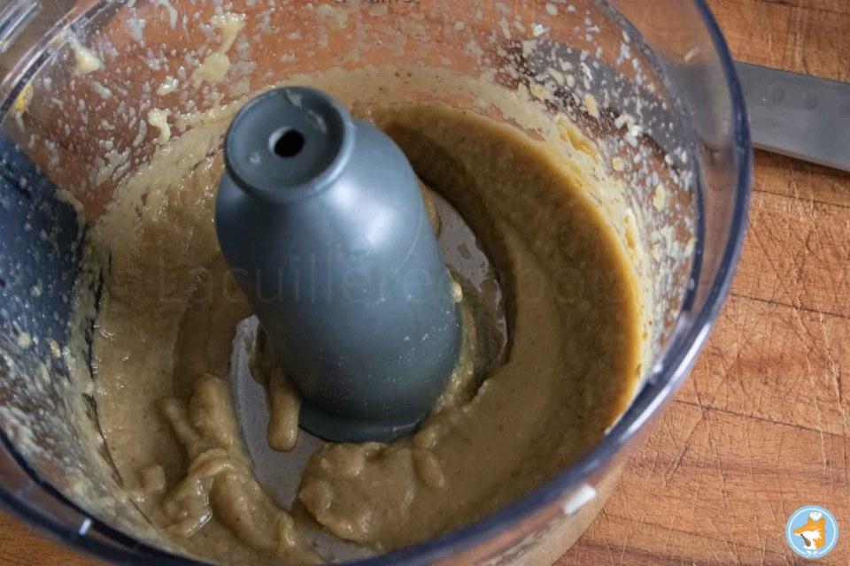 Mixez ensuite vos aubergines grillées avec du  du jus de citron et de l'ail pour relever le goût de votre caviar d'aubergines