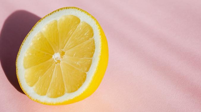 Les bienfaits du citron : entre mythes et recommandations