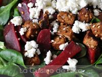Salade de mâche, betterave, tofu mariné grillé et feta