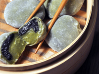 Daifuku mochi au thé matcha et sésame noir [vegan]