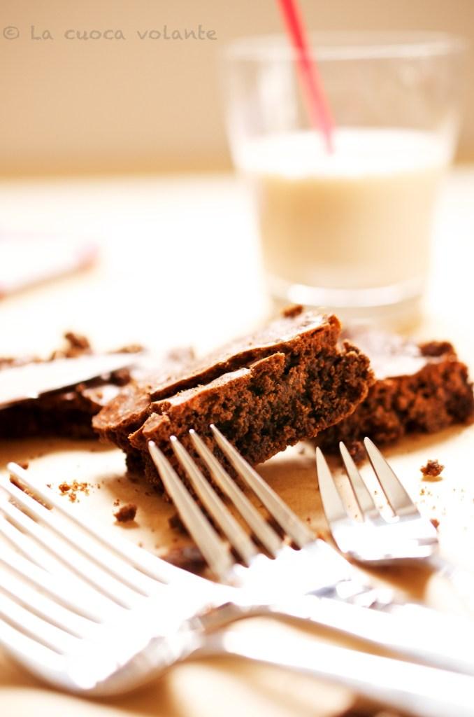 Brownies al cioccolato di Nigella con cioccolato fondente e zucchero di canna