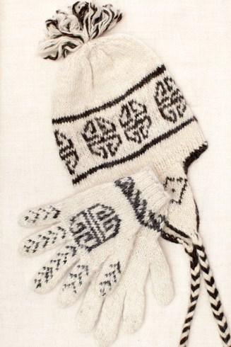 Wool knit cap & gloves