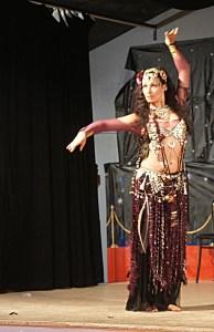Attirance et hasard conduisent Sahteen aux danses orientales