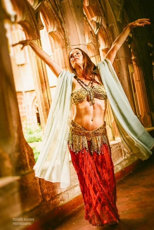 """""""La technique de la danse orientale est au service de l'expression et du plaisir de la soliste."""""""