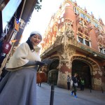 Enjoy Barcelona's old town Café & shopping!