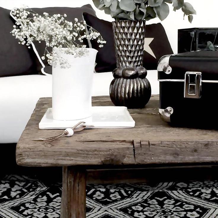 decors sur tabouret noir et blanc, gypsophyl
