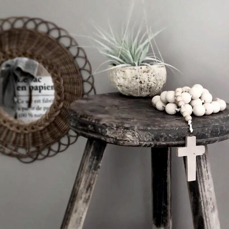 tabouret et chapelet en bois