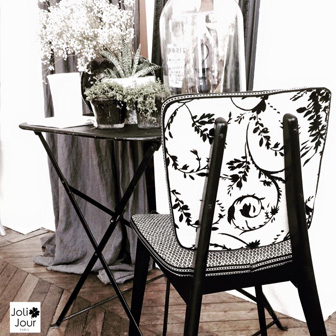 details dossier de chaises