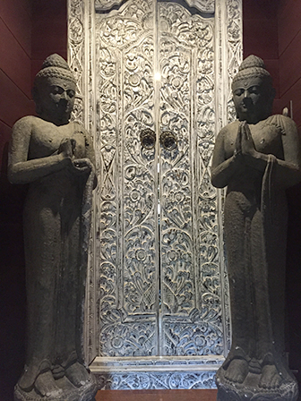 statue bouddha entrée Le clos des vignes