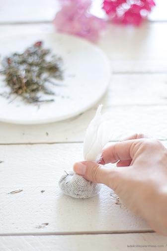 DIY La Délicate Parenthèse création sachet de thé fleuri