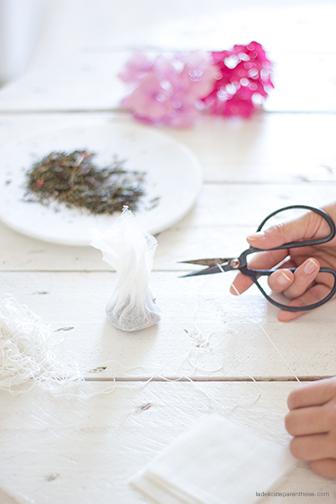 DIY La Délicate Parenthèse création sachet de thé fleurs