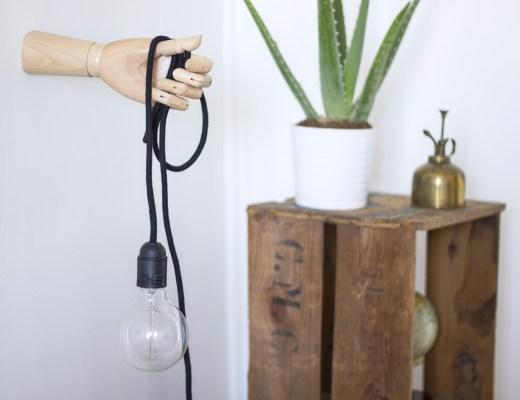 La Délicate Parenthèse main en bois recyclée en lampe vintage -up-cycling DIY création