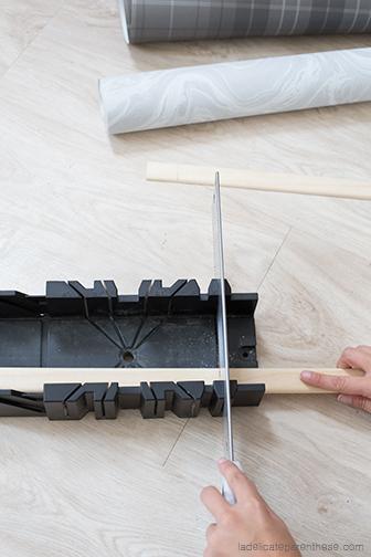 bricolage et scie pour le porte revue en papier peint