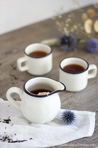 création sachets de thé fleuris handmade, set design et mise en scène du tea time automnal