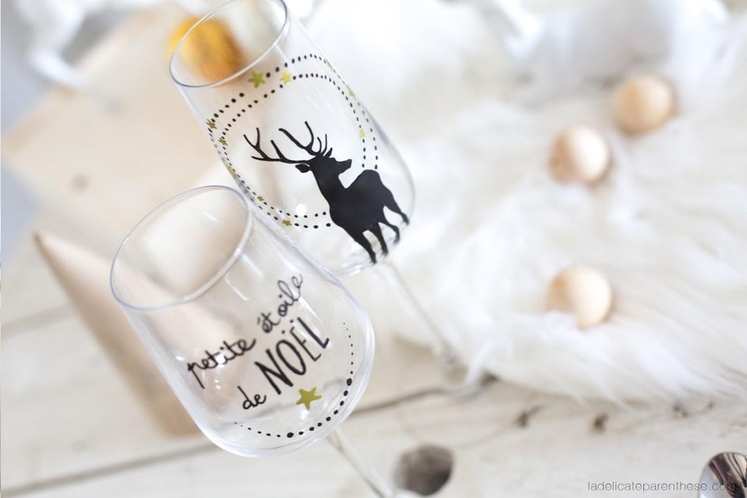 inspiration noel féériques avec des marques place et des messages sur le verres des invités
