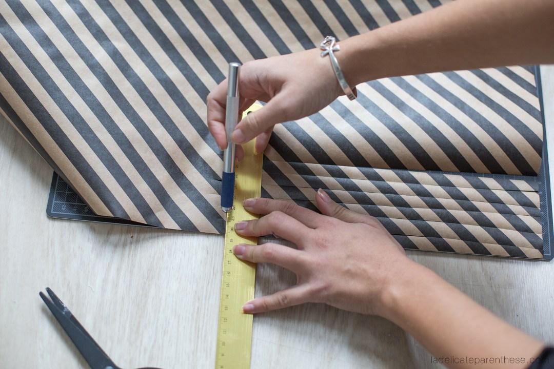 inspiration de noel découpe de papier pour en faire des fleurs dans le sapin DIY
