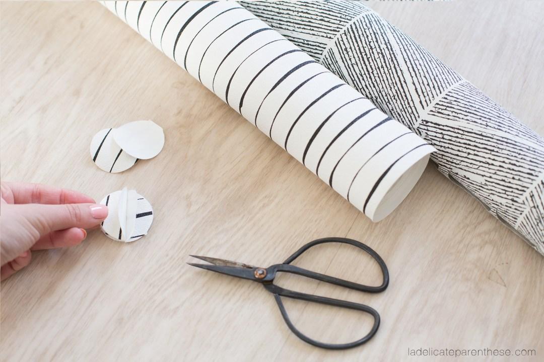 création de décoration de noel en papier peint pour recycler les chutes