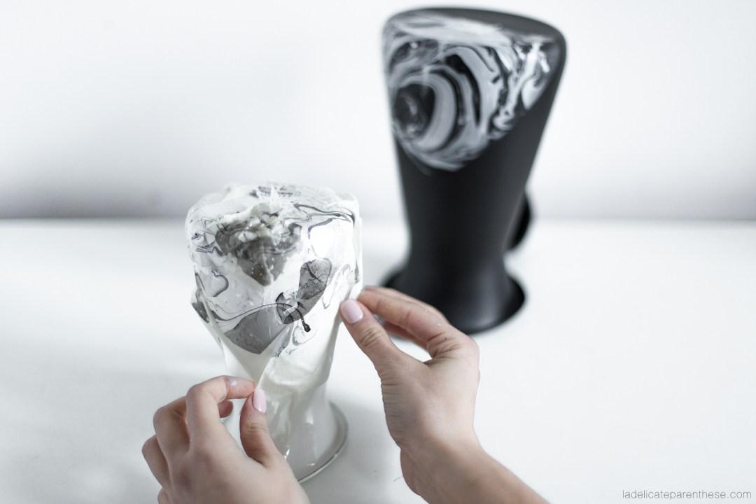 réalisation d'un vase avec effet marbré IKEA HACK