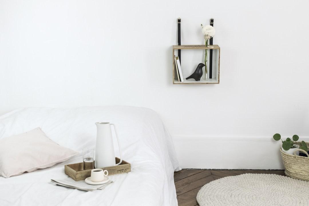 diy d tournez une caisse vin en tag re murale la d licate parenth se diy d co et. Black Bedroom Furniture Sets. Home Design Ideas