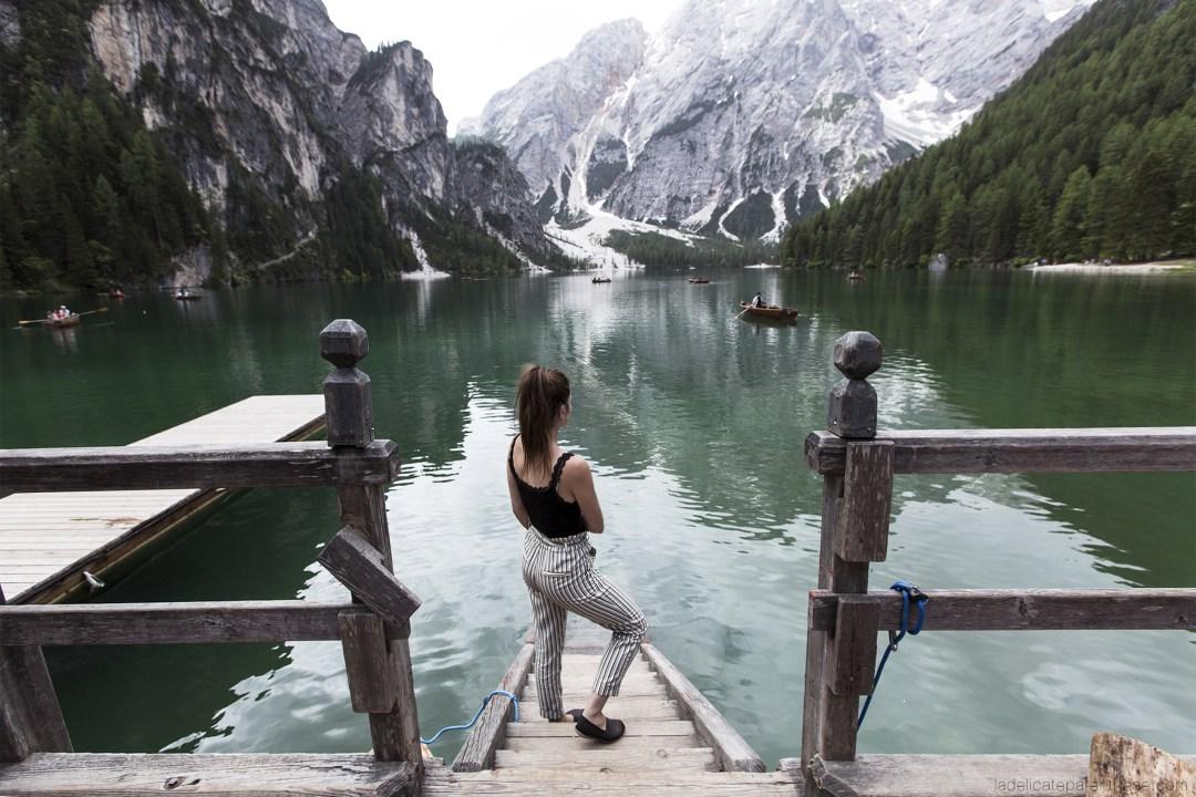 Découverte des dolomites, seule face à l'immensité du paysage Lago di braies