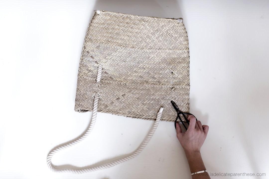 création DIY panier en corde, introduction de la corde dans panier