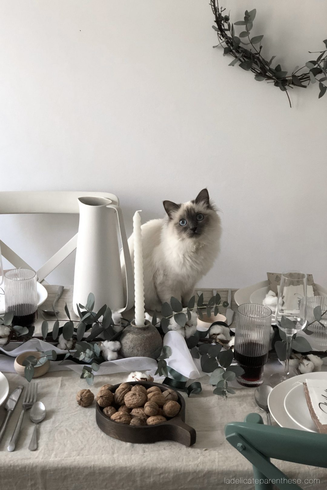 upcycling diy table de Noel, chat blanc