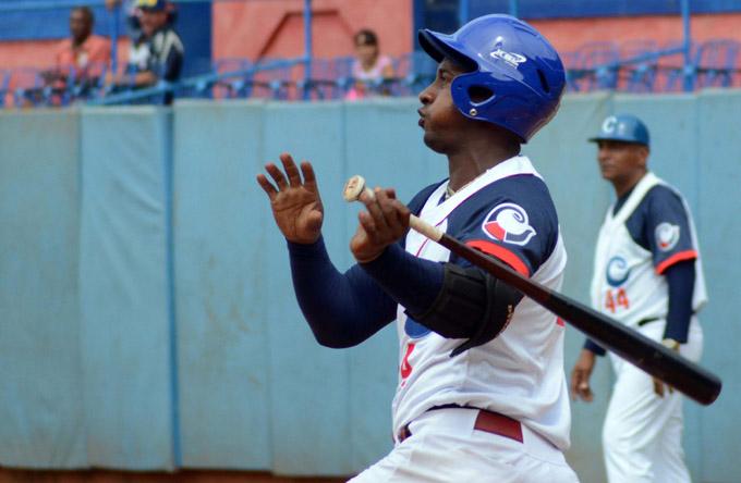 Alexander  Ayala, en su mejor temporada beisbolera.