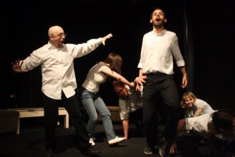 drama-workshop-on-improvisational-acting-in-french-language-still-mask9