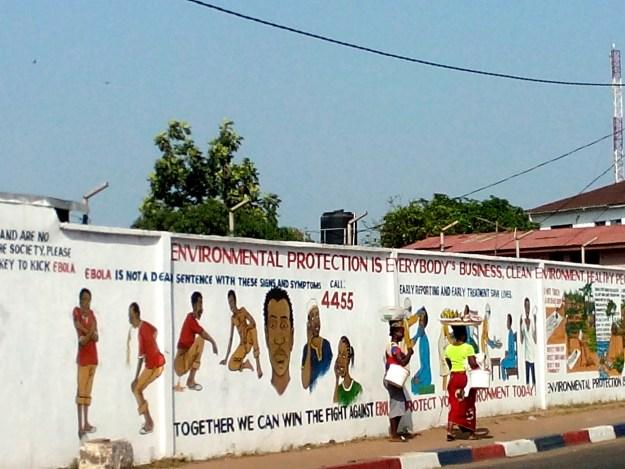 200605 - Messages de prophylaxie de la fièvre Ebola sur les murs de la ville de Monrovia février 2015 by Olnnu CC BY-SA 3.0 - La Déviation