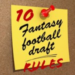 A note pinned to a cork board reminding with the text 10 Fantasy Football Draft Rules
