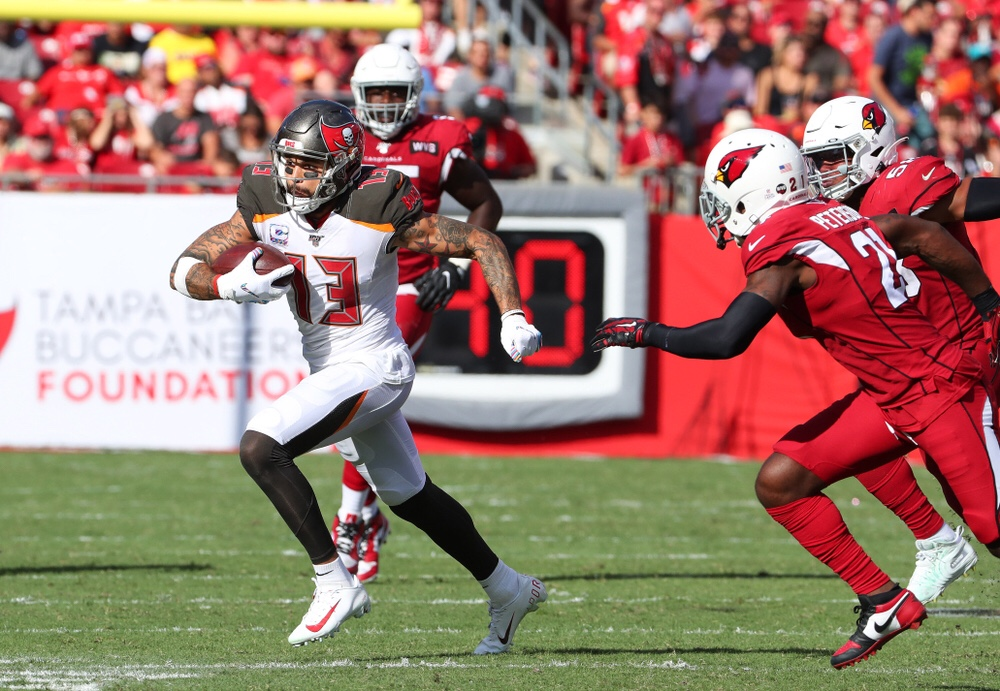 NFL Tampa Bay Buccaneers Wide Receiver Mike Evans running with a pass against the Arizona Cardinals defense