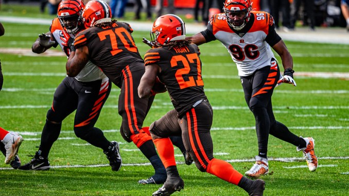 NFL Cleveland Browns running back Kareem Hunt carrying the football in a game against the Cincinnati Bengals