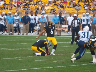 Pittsburg Steelers kicking a field goal against the Tennessee Titans