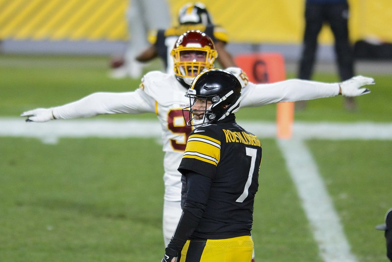 Washington Football Team defense celebrating a good play against Pittsburgh Steelers quarterback Ben Roethlisberger