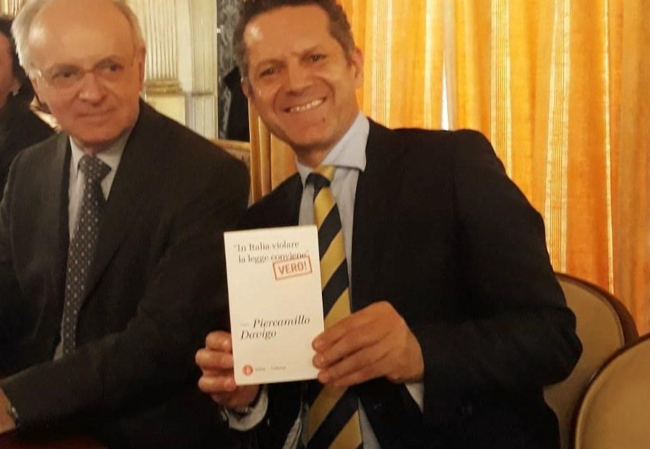 """Anche l'attore biscegliese Losapio alla presentazione del libro """"In italia violare la legge conviene"""" del Magistrato Davigo"""