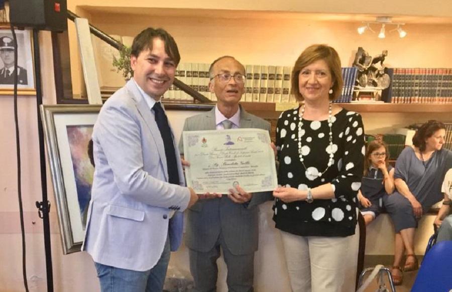 """Premio """"don Tonino Bello""""  al maestro Benedetto Grillo"""